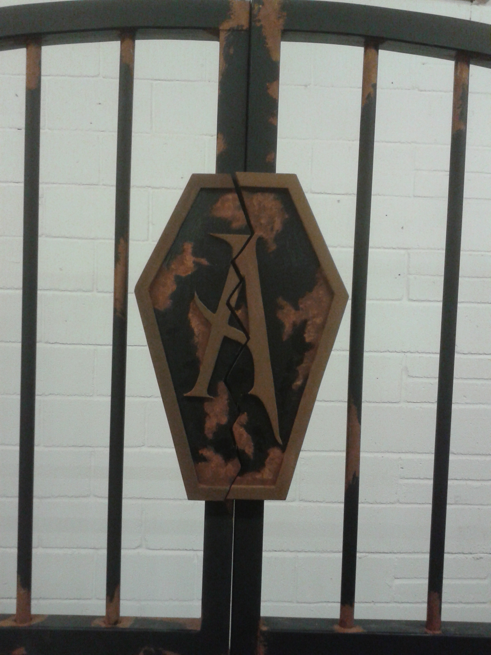 Addams Gate emblem